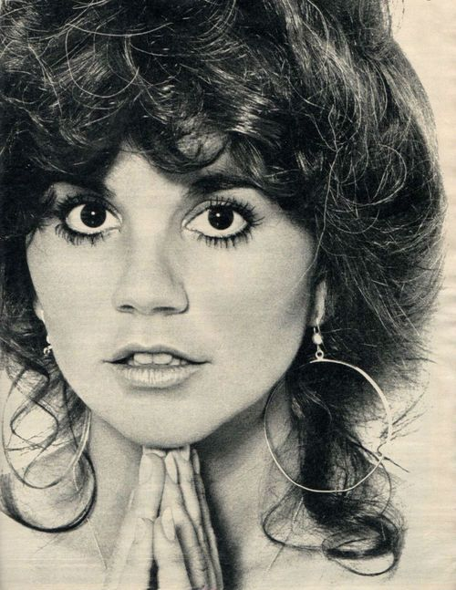 Linda Ronstadt // Hair: brown - Eyes: brown - Height: 160 cm - Background…