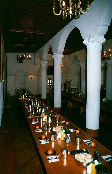 Η Τράπεζα της Ι. Μ. Σίμωνος Πέτρας - The Dining hall of Simonopetra