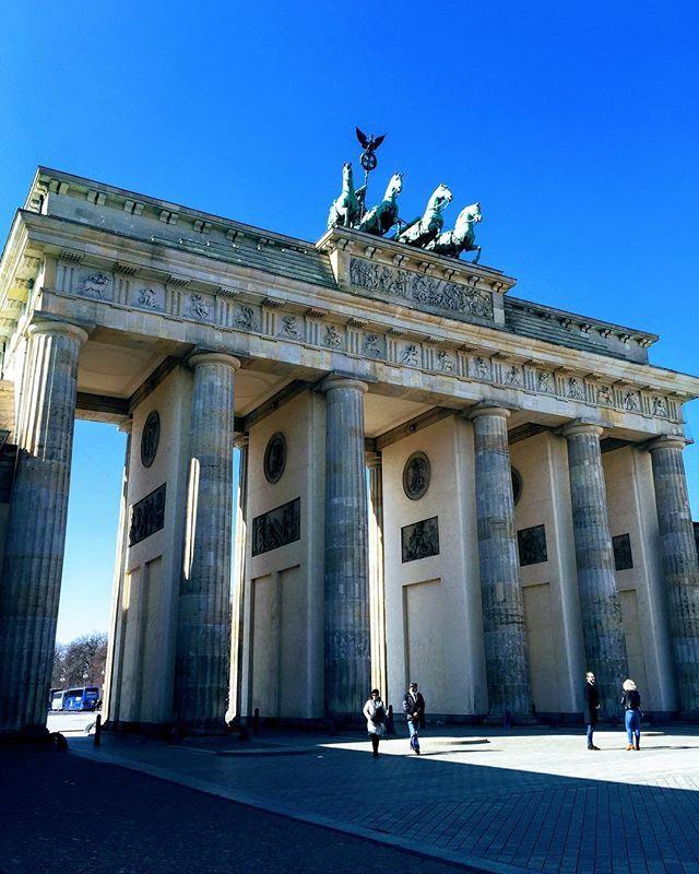 Confesso Que Me Emocionei Ao Ver O Brandenburger Tor Foto E O Reichstag O Parlamento Alemao Pela Primeira Vez Com Parlamento Alemao Reunificacao Monumentos