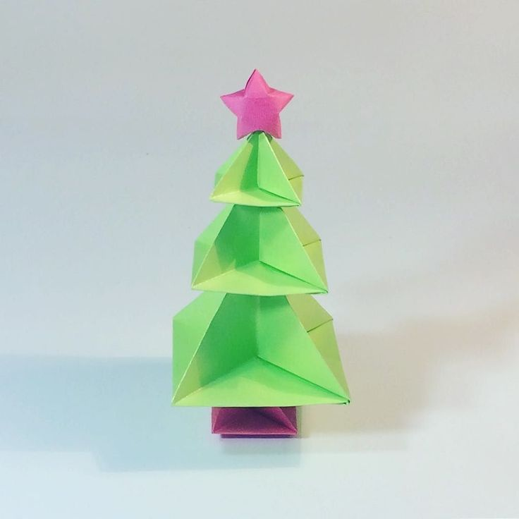 Just finished filming the tutorial for this one added a lucky star  . . tutorial: https://youtu.be/4_v76DcZiIE #origami #tree #origamitree #christmas #christmastree #christmasorigami #green #paperkawaii #firtree #paperfolding #papercraft #diy #kawaii #cute