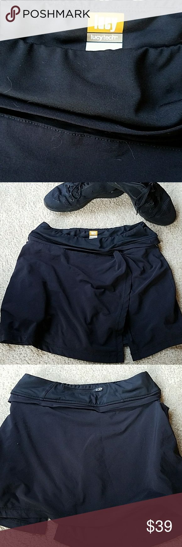 Awesome LUCY workout skorts. Skirt zips off if you want to wear shorts. Shorts have pockets on both sides. Skirt has one back pocket. Skirt is longer hits mid-thigh. Fits xs-med. Lucy Shorts