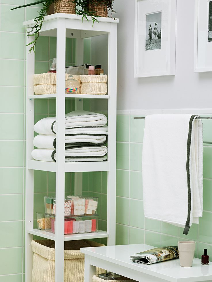 Smart badrumsförvaring är allt som behövs för att undvika kaos när familjen ska samsas i badrummet. Med våra badrumsmöbler får du hjälp att organisera krämer, schampooflaskor, nagelsaxar och barnplåster så att hela familjen kan börja morgonen i lugn och ro.