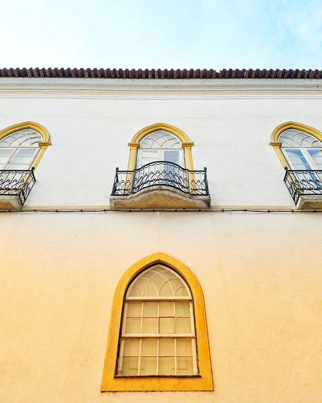 PT: Janelas do Palácio do Vimioso Évora. . EN: Windows of Vimioso Palace #Evora #Alentejo #Portugal.