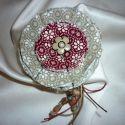 Meska - Egyszerű romantikus virágos kitűző némi gyönggyel (beige-bordó) ZoeCollection kézművestől