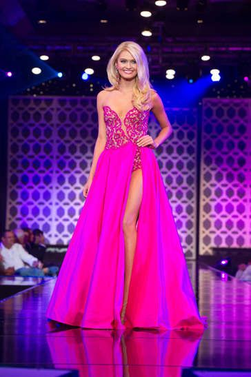 As we patiently await the announcement of when and where the Miss Teen USA 2016 pageant will be held, I have decided to do a few HIT or MISS throwbacks from last year's Miss Teen USA 2015 pageant in the Bahamas!  Aryn Johnson, Miss Arkansas Teen USA 2015, wore this gorgeous bright fuchsia gown on the Miss Teen USA 2015 stage in the Bahamas last August where she placed in the Top 15!