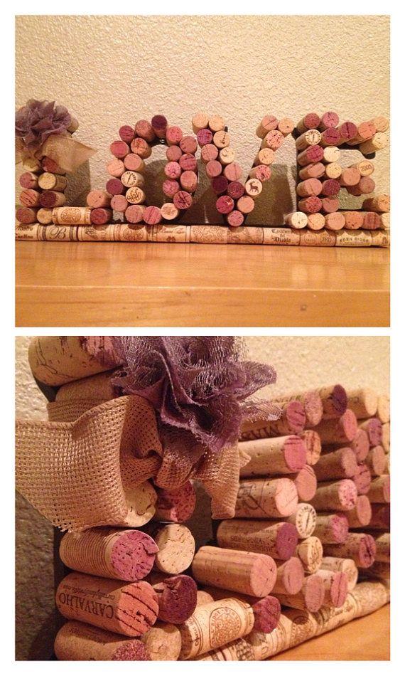 As rolhas de vinho também podem ser usadas para escrever palavras e compor a decoração.