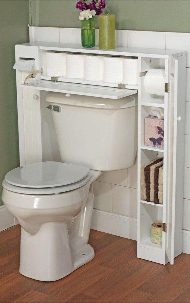 Em banheiros muito pequenos, deixe o espaço em volta da privada mais funcional. | 17 jeitos incríveis de deixar seu banheiro mais legal