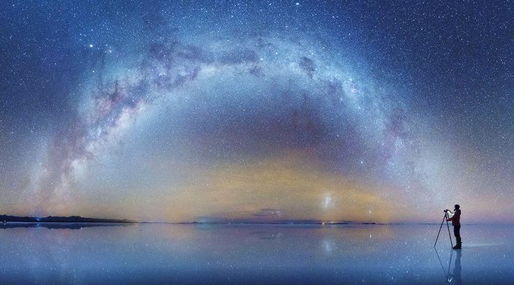 今となっては、ウユニ塩湖の絶景写真は数多い。もちろんそのほとんどは何度見ても綺麗だし、一生に一度は訪れてみたいと思う。でも、いたるところで取り上げられると、少し熱が冷めてしまうのは人間の性。正直言ってもうお腹いっぱい、なんて人も多いはず。でも、そんなあなたにこそ見てほしいのがコチラ。飽和したウユニ塩湖の写真をあえてここで取り上げるのは、この4枚がなかなかお目にかかれない種類のものだったから。...