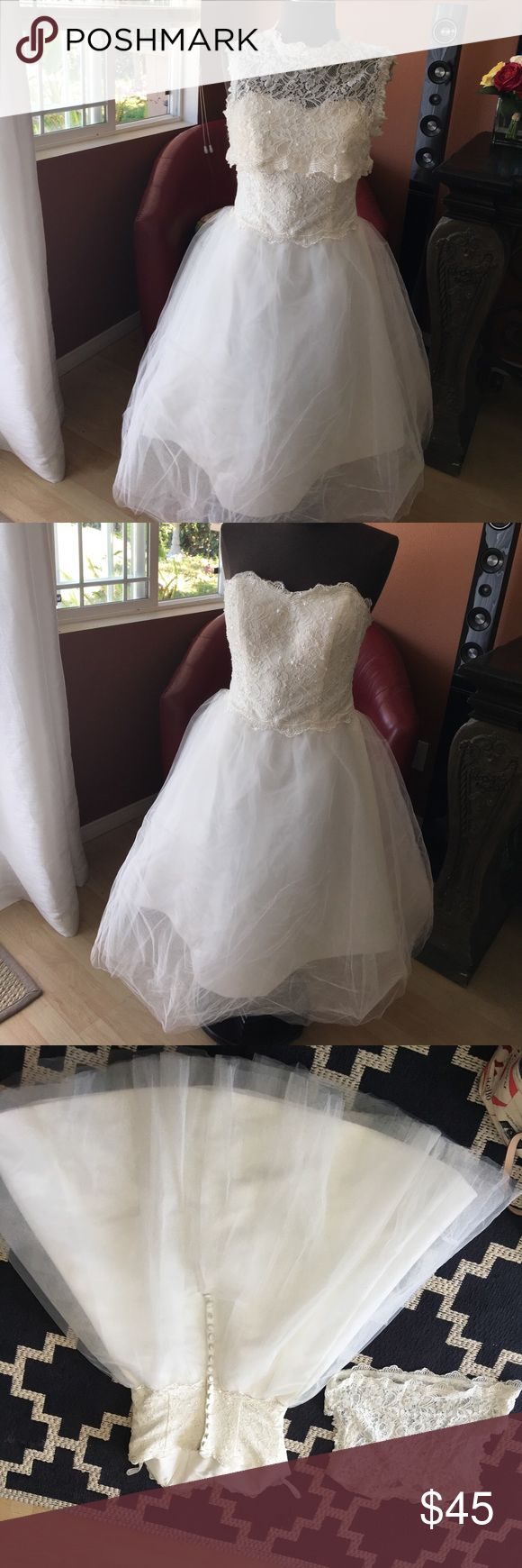 Short off white wedding dress This is a short off white wedding dress no brand or tags on it, I purchased it in a local store and I use it only once. Needs to be taken to the dry cleaner doesn't have any stains also is missing a cap button. Look at the pictures before purchasing no brand Dresses Wedding