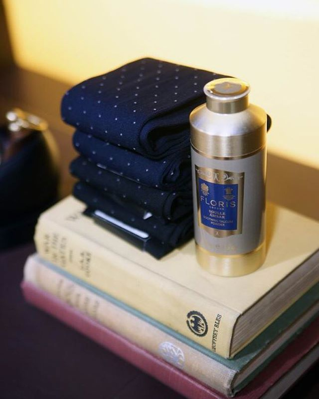 DAKS Old Bond Street Shop 10 Old Bond Street London W1S 4PL  Photo by:富岡秀次(RSVP Butlers Ltd)  #DAKS #london #oldbondstreet #floris