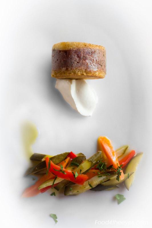 Sandwich-di-manzo-con-salsa-allo-zenzero-e-giardiniera www.food4theeyes.com Luca Serradura photography
