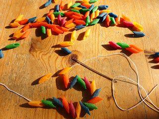 gekleurde pasta kralen