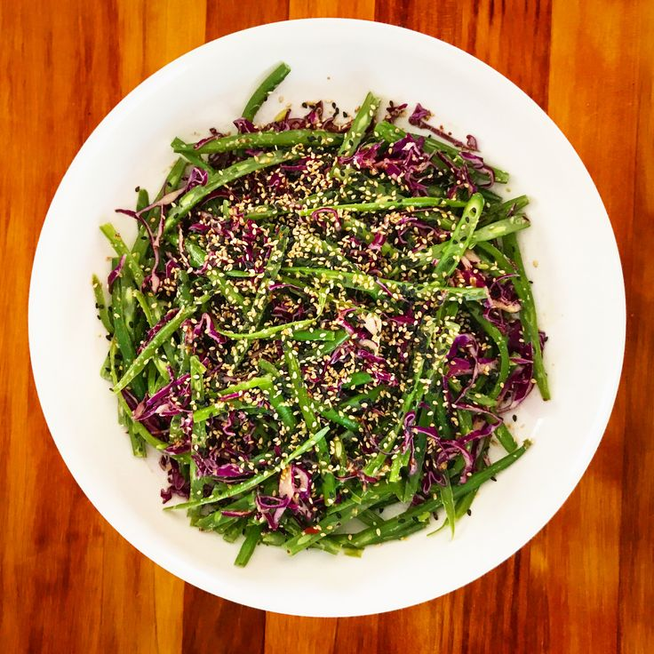Blanched green bean & red cabbage salad with Asian style dressing and toasted black & white sesame. ❤️