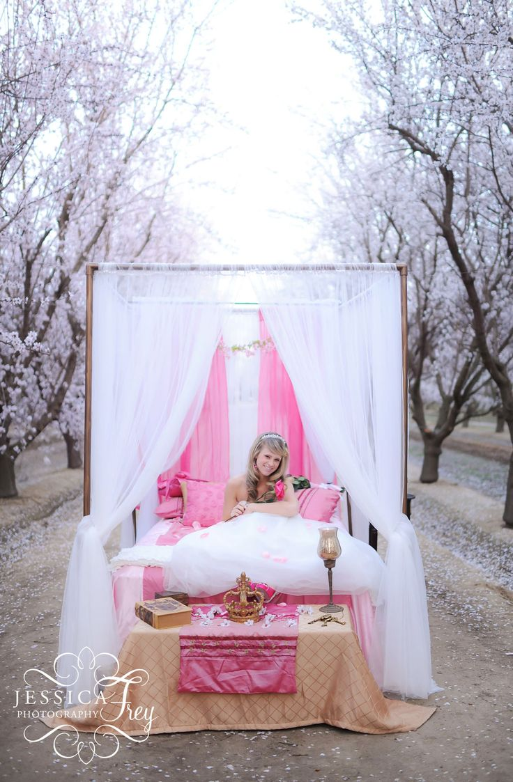17 best images about disney wedding on pinterest mulan for Sleeping beauty wedding table