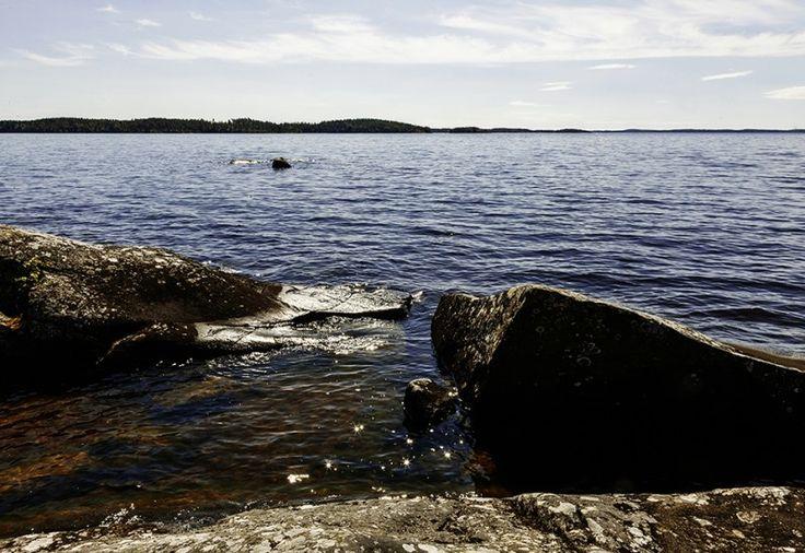Murikanrannan kauniit rantamaisemat houkuttelevat uimaan, soutelemaan ja melomaan kesäisin.