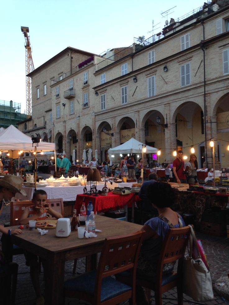Fermo Night Market - Every Thursday during July and August the beautiful city of Fermo in Le Marche plays host to a huge night market. The marked is packed with all sorts of stalls selling antiques, crafts, art and locally produced food. People travel from all around to visit and it really starts to come alive after 10pm. The main hub of the night market is in the square, Piazza di Popolo, and spills out onto the streets leading off it.