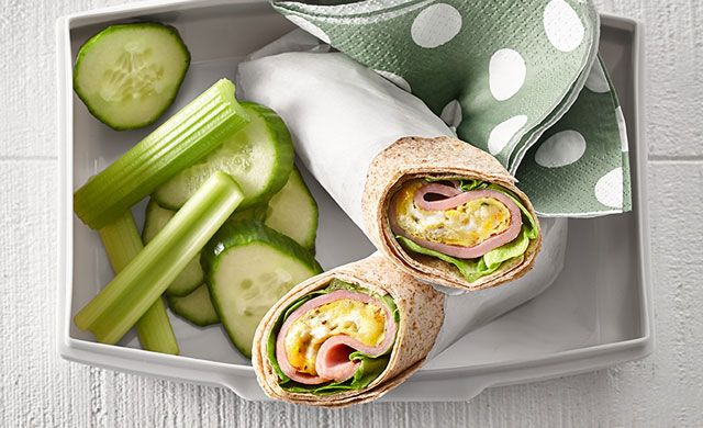 Sandwich roulé à l'omelette, au jambon et à l'érable
