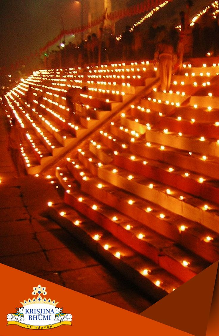 Today is #DevDiwali, the day when the gods are believed to descend to Earth to bathe in the Ganges. The tradition of lighting the lamps on the Dev Deepawali festival day was first started at the Panchganga Ghat in 1985