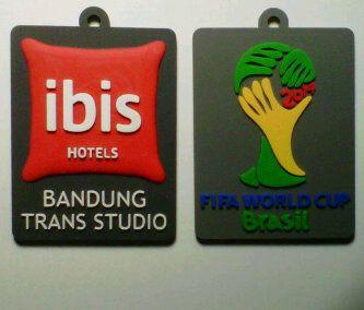 Gantungan kunci karet hotel ibis bandung, ikut memeriahkan piala dunia 2014 dengan souvenir gantungan kunci karet yang elegan dan eklusif.
