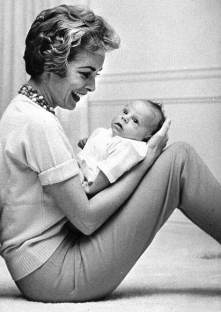 Janet Jeigh with her baby daughter, Jamie Lee Curtis