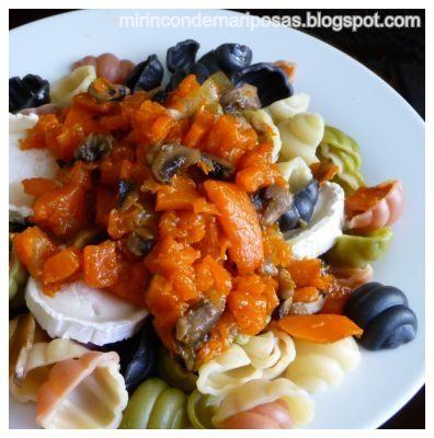 Ingredientes :   pasta (espirales por ejemplo)  1 rodaja de calabaza  3 u 4 champiñones  queso de rulo de cabra  sal, aceite, orégano fres...