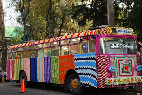 KnittaPlease at Mexico City Bus Project  #knitplease #urbanknitting #urbanknit