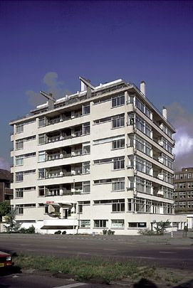 """Nirwana-Flat"" / Nirwana Apartment Building in The Hague, by Jan Duiker and Jan Gerko Wiebenga, 1927-1929"
