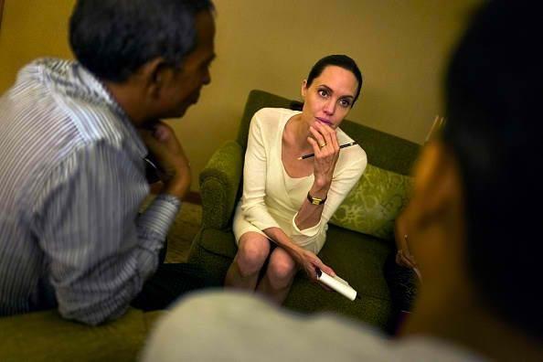 Angelina Jolie Latest News: Actress Gaunt Due To Illness Amid Brad Pitt Divorce Rumors? - http://asianpin.com/angelina-jolie-latest-news-actress-gaunt-due-to-illness-amid-brad-pitt-divorce-rumors/
