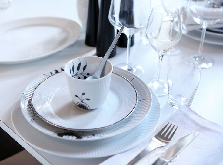 Table setting - Mix & Match: White Fluted, Black Fluted Mega and Fluted Platinum