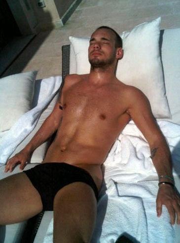 Wesley Sneijder, Soccer,Netherlands what a hottie!!!