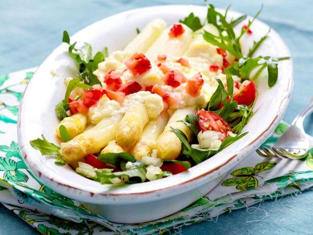 Unser beliebtes Rezept für Mit Feta gratinierter Spargel zu Erdbeeren und mehr als 55.000 weitere kostenlose Rezepte auf LECKER.de.