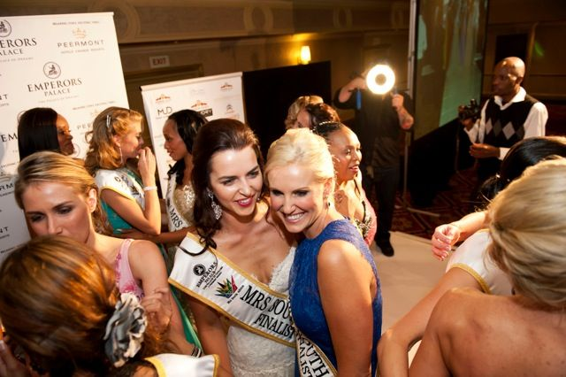 One of my favourite moments with my friend and fellow finalist #ElbieRundansky Having a good laugh! #CathyHeaton #MrsSAFinalist #MrsSATop5 #MrsSA2014 #CANSA #Gala