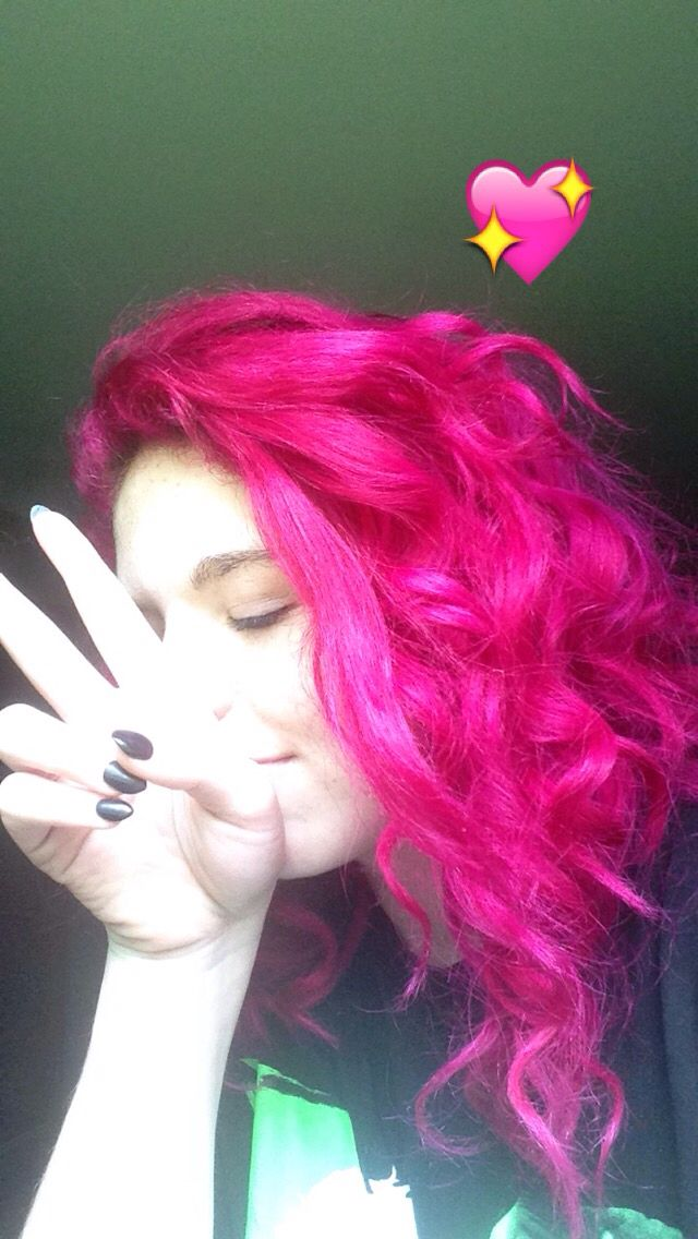 really feeling my pink hair (flamingo pink from punky colors by Jerome Russell)