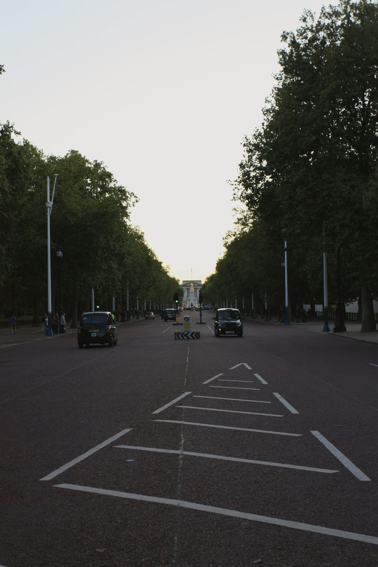 Early evening stroll through London with my mom in August 2014. Traveling with my mother is a lot more pleasant now that I'm 21 compared to when I was 13: we actually enjoy the same things. And she doesn't freak out when I stop in the middle of the road to take photographs.