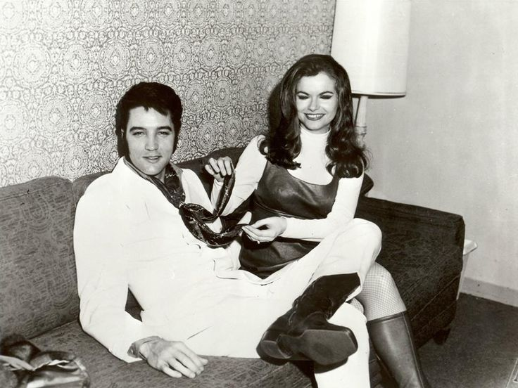 February 6, 1969 : Elvis backstage at Flamingo Hotel, Las Vegas, Nevada for the concert of Jeannie C. Riley. Hq images/Bessie Lambros FB