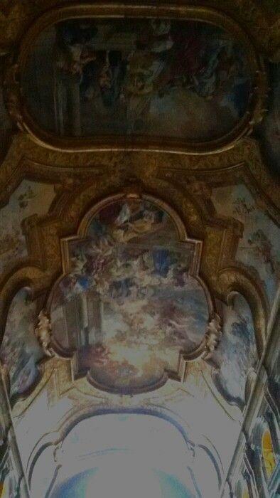 Particolare del soffittovdella Chiesa di Ssn Severino e Sossio aperta ogni giovedi mattina. Napoli