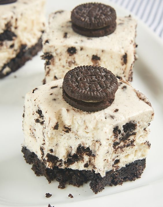 Oreo lovers will be in dessert heaven with these Cookies and Cream Cheesecake Bars. A cookie crust, a simple no-bake cheesecake, and lots of Oreos make these a sure crowd-pleaser! - Bake or Break ~ http://www.bakeorbreak.com