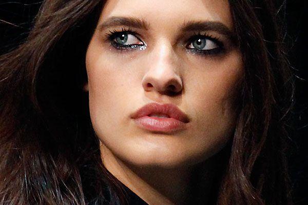 Make-up trend: uitgelopen mascara. Gespot bij Roberto Cavalli - Trendystyle, de trendy vrouwensite