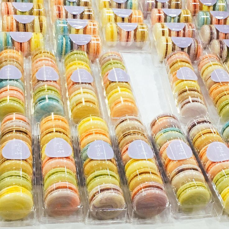 Perfect example of our macaron packaging collection.