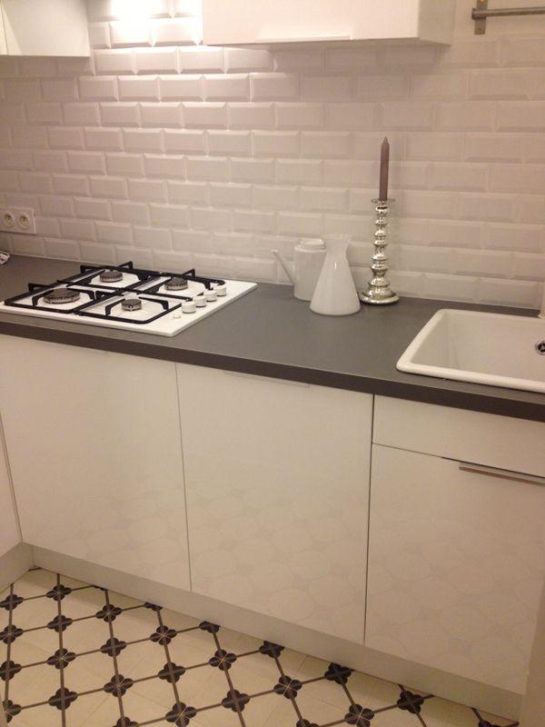 Les 25 meilleures id es de la cat gorie carreaux de m tro gris sur pinterest - Carrelage muurschildering metro blanc ...
