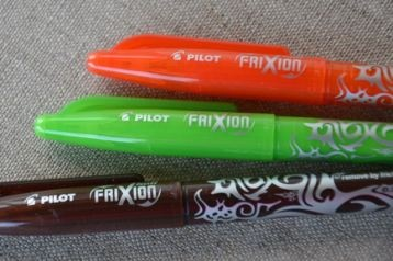 """Les stylos """"friction"""" s'effacent au fer à repasser. A utiliser pour tracer les patrons sur les tissus"""