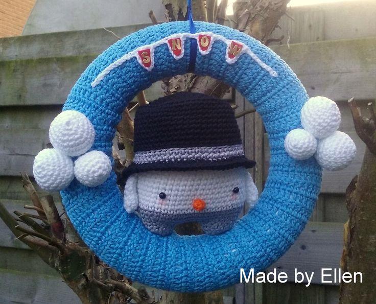 Een sneeuwpop krans gemaakt