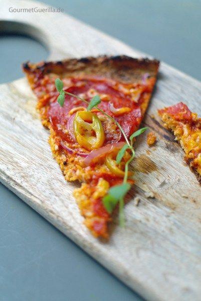 Low Carb Pizza mit Chorizo, Paprika und roten Zwiebeln #rezept #gourmetguerilla #lowcarb
