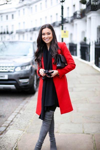 LookSearch - поиск образов   Изображение № 2258   Ярко-красное пальто, темно-синие джинсы, леопардовые туфли.…