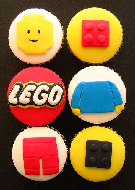 lego cupcakes. ;