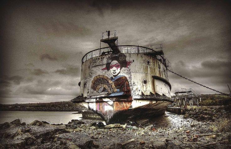 Alcuni dei più talentuosi artisti di strada della Gran Bretagna hanno dato nuova vita a una vecchia nave in disarmo. Lo scafo del Duca di Lancaster è stato usato, infatti, come una tela su cui dipingere splendidi graffiti. E così quella che una volta era una nave da crociera