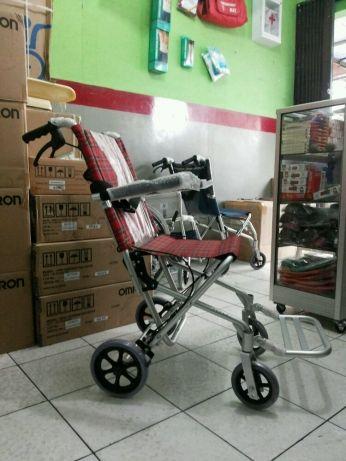 kursi roda traveling untuk jalan-jalan di cibubur ciracas