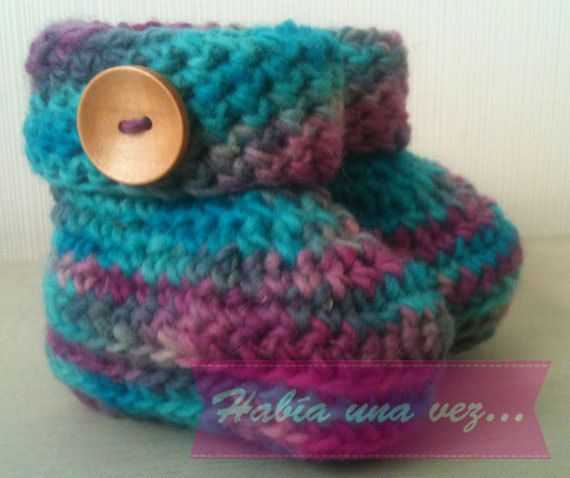 Baby knitted boots on Etsy, US$12,00