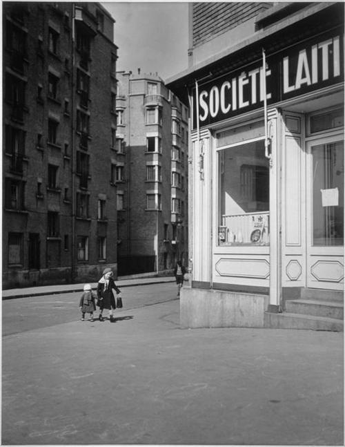 Robert Doisneau, Les petits frères au lait Titre attribué : Les petits enfants au lait, 1932