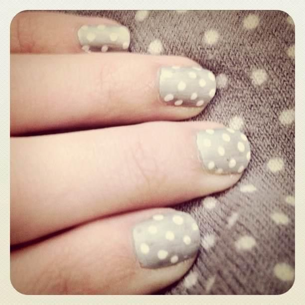Gray Polka-Dot nails